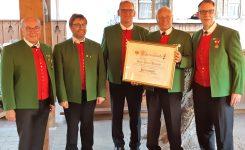 """Unser Sängerfreund Johann """"Öcsi"""" Putzlocher wurde Ehrenmitglied des MGV"""